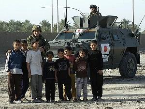 サマーワ市民と自衛隊員 3e2d46e...